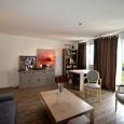 Dans une résidence de qualité, notre appartement de 94 m² est situé au 5ème étage avec triple exposition, Est, Sud et Ouest.  Récemment rénové, il propose trois chambres, un grand séjour, une cuisine aménagée, une buanderie, un cellier, une salle de bains et une salle d'eau, 3 balcons.